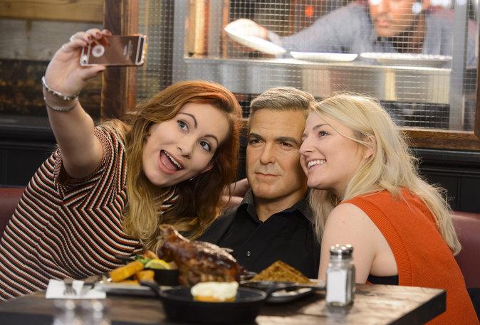 Photos : George Clonney s'invite à la table de ses fans