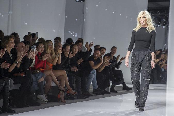 Donatella Versace au défilé Atelier Versace