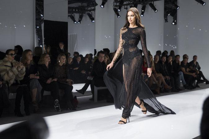 Irina Shayk au défilé Atelier Versace