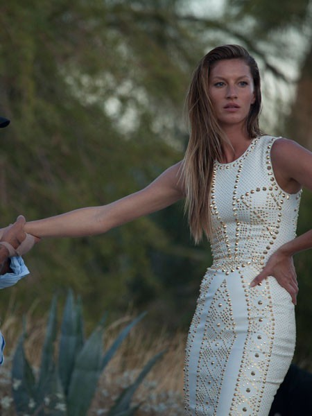 Gisele Bündchen lors du shooting Versace Spring-Summer 2012 en Californie.