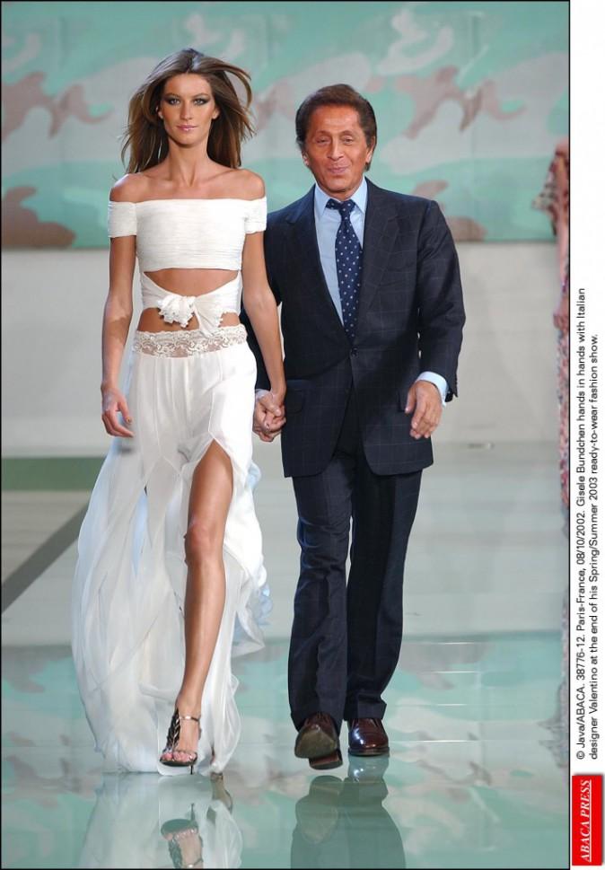 Valentino pendant la Spring/Summer 2003 Fashion show (08/10/2002)