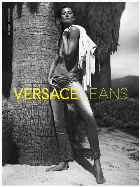 Gisele Bündchen pour Versace Jeans.