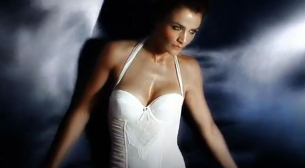 Helena Christensen pour la nouvelle collection luxe de Triumph !