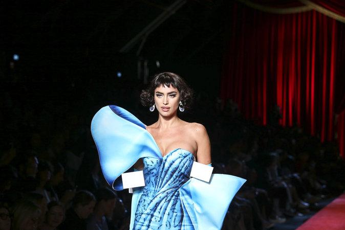 Photos : Irina Shayk, Gigi et Bella Hadid : icônes de la pop culture pour Moschino !