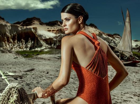 Photos : Isabeli Fontana : beauté des îles pour Agua de Coco !