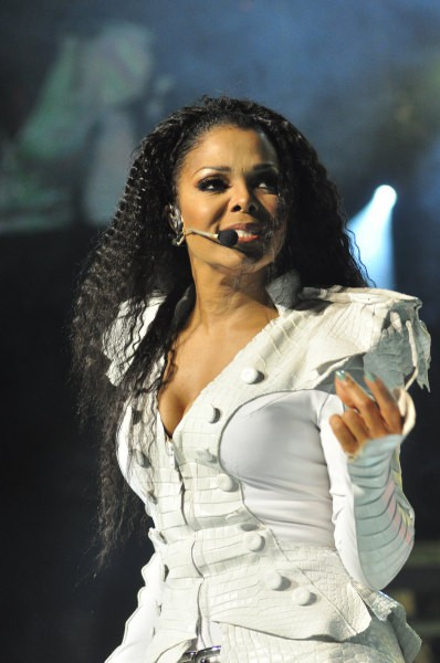 Photos : Janet Jackson : Giuseppe Zanotti habillera la star pour le Unbreakable World tour !