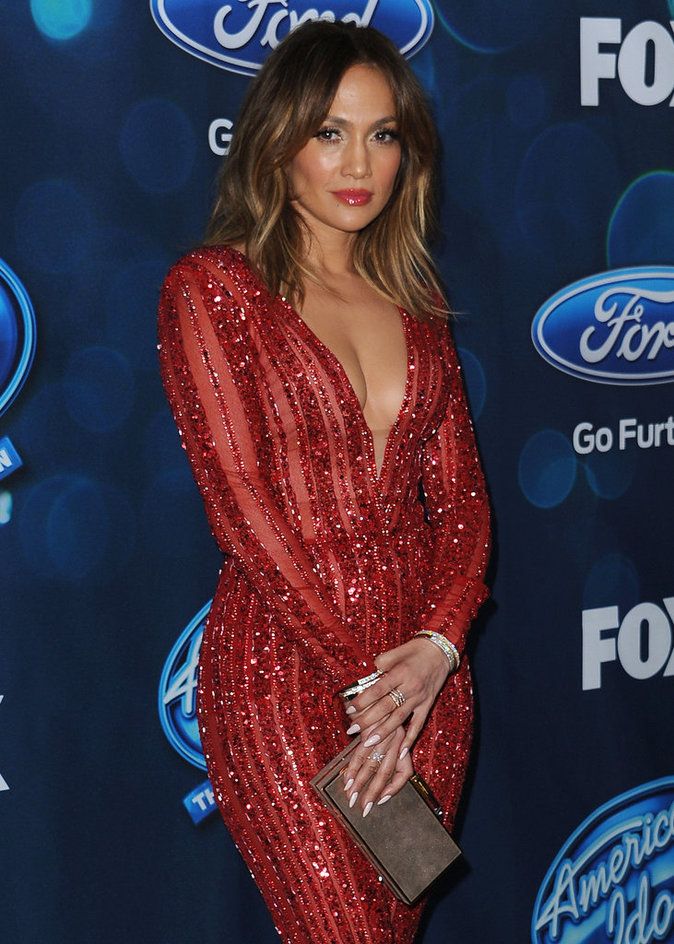"Photos : Jennifer Lopez : ""all red everything"" pour la finale d'American Idol!"