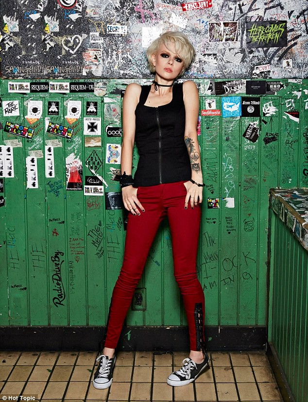 Photos : Joan Jett lance une collection mode 100% rock'n'roll !