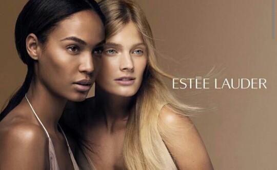 Joans Smalls et Constance Jablonski posent pour la nouvelle campagne d'Estée Lauder