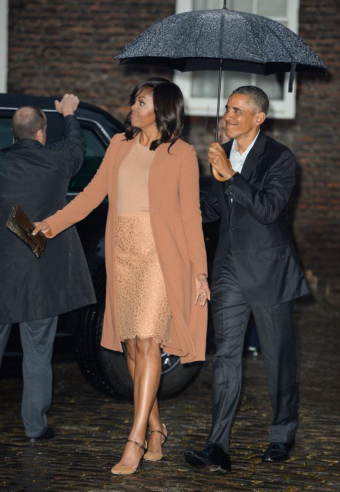 Photos : Julie Gayet VS Michelle Obama : Qui est la première dame du style ?