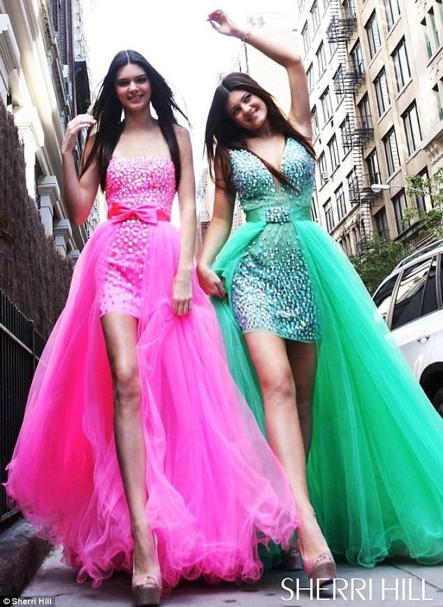 Kendall et Kylie Jenner pour Sherri Hill.