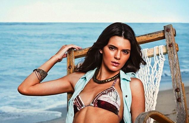 Kendall Jenner :  elle réchauffe l'automne avec son shooting en maillot de bain pour Agua Bendita printemps été 2014 !