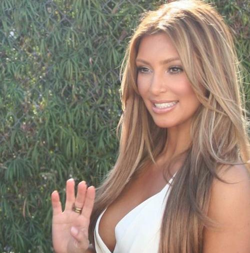2009 : Kim Kardashian passe au blond pour la première fois