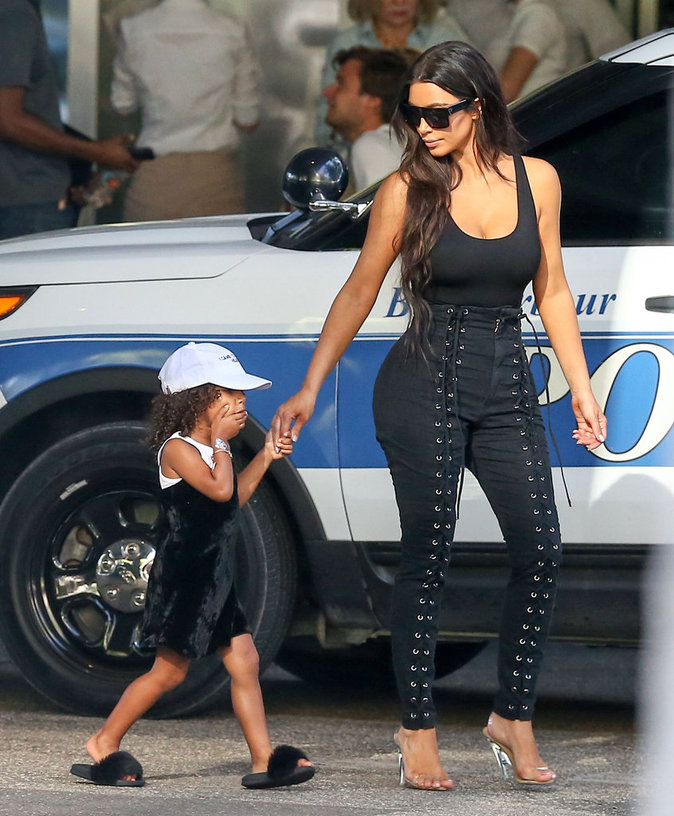 Photos : Kim Kardashian : Peut-on faire plus trash en un seul week-end ?
