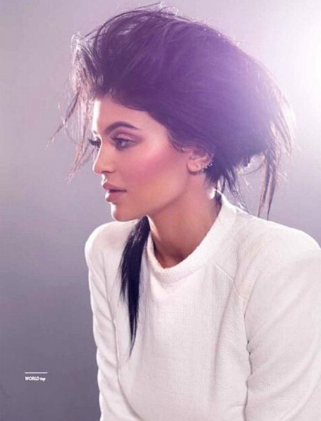 Photos : Kylie Jenner, des allures de Kim en couv' de Remix Magazine !