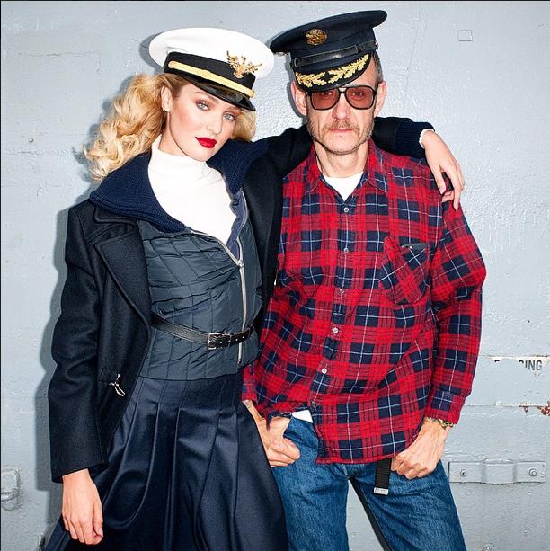 Candice Swanepoel pose avec Terry Richardson