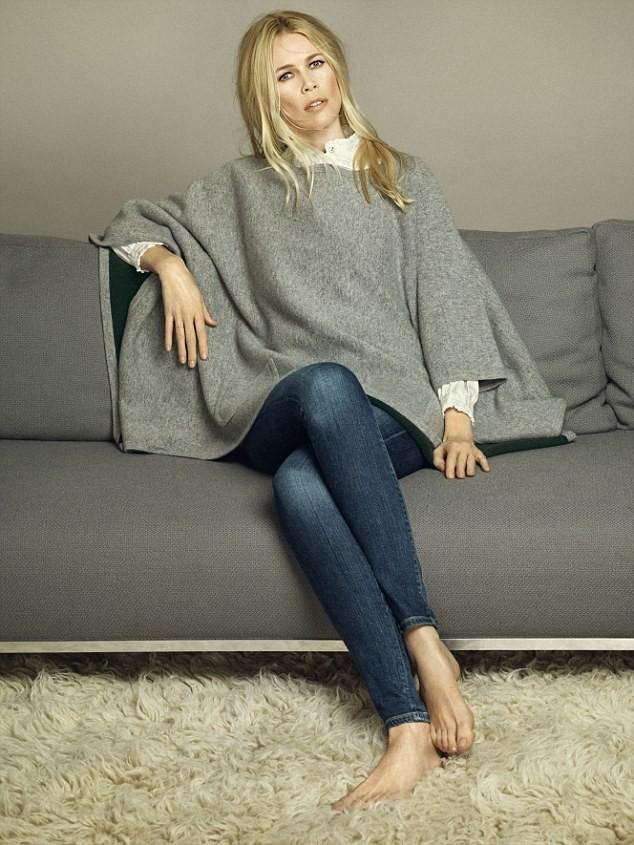 Claudia Schiffer arbore un pull en cashmere
