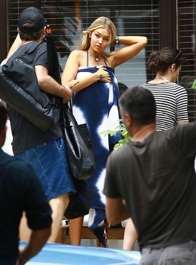 Photos : la bombe Gigi Hadid joue les sirènes langoureuses dans un nouveau shooting !