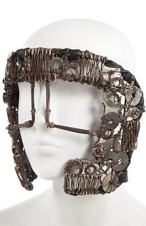 Le masque porté dans Bad Romance est estimé à 4 000$