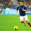 Mathieu Debuchy poursuit le balon jaune !