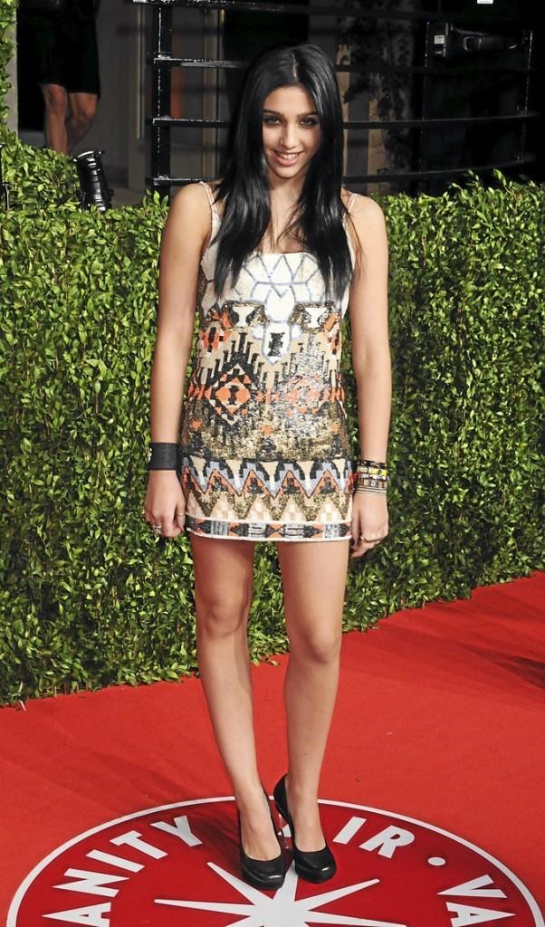 Lourdes est toute mimi dans sa robe aztèque !