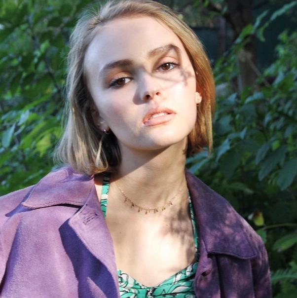 Photos : Lily-Rose Depp, découvrez son tout premier shooting photos pour Oyster Magazine !