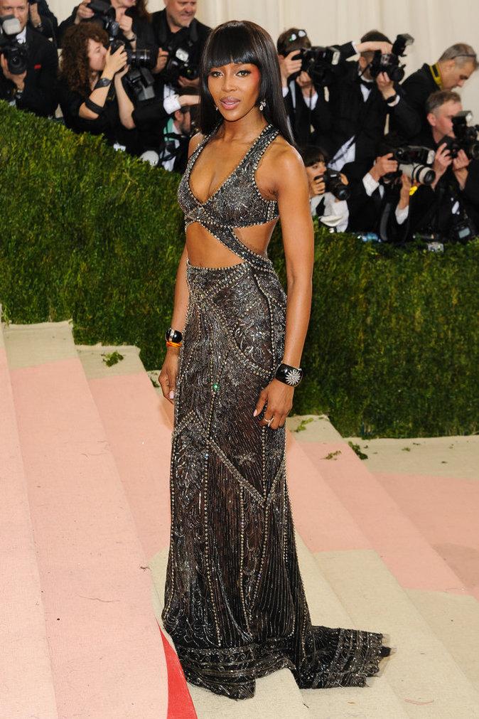Naomi Campbell sur le red carpet du Met Gala 2016