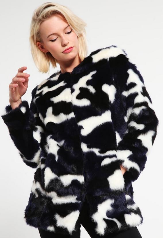 Manteau bicolore en fausse fourrure - NAF NAF - 99€