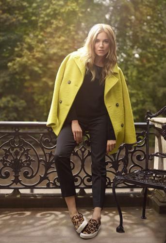 Photos : Mode : Sienna Miller illumine les rues de Londres dans son nouveau shooting pour Caroll !