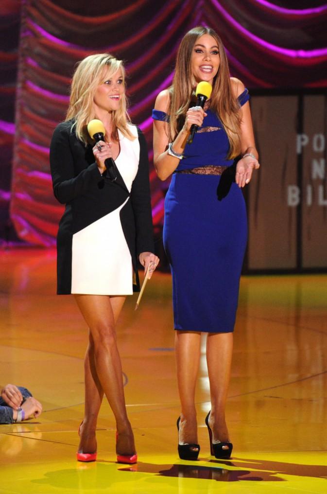 Reese Witherspoon en robe Mugler et escarpins Louboutin et Sophia Vergara en robe Noam Hanoch