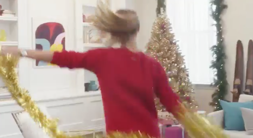 Photos : Nina Agdal : sexy et déjantée en Mère Noël pour Michael Kors !