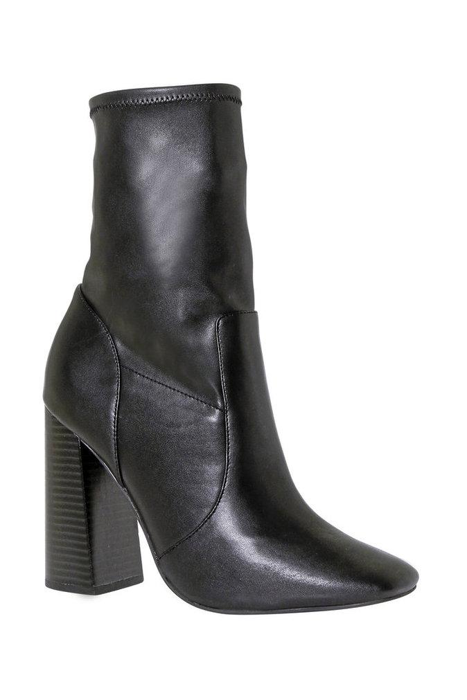 Boots façon cuir, boohoo.com 38 €