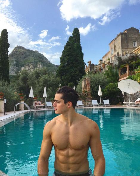 Photos : Pietro Boselli : de prof de maths sexy à égérie Armani !