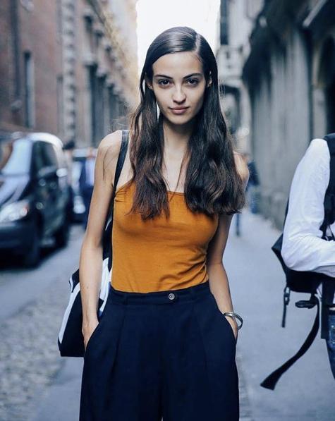 Photos : Qui est Camille Hurel, le mannequin français qui a cumulé 52 défilés en un mois ?
