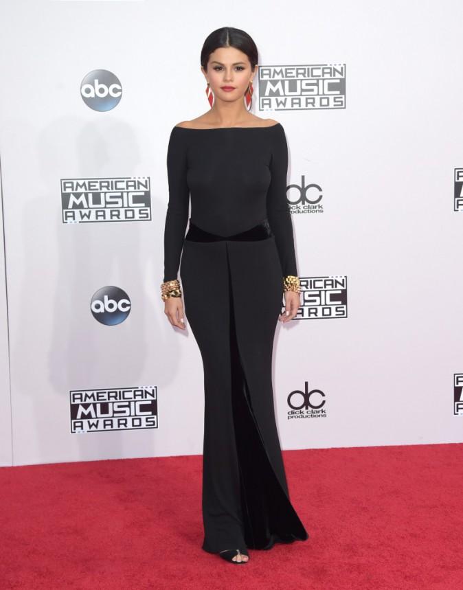 Robe noire : Do : Selena Gomez