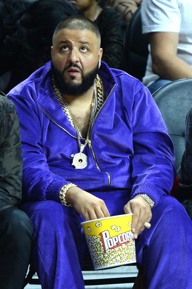 DJ Khaled dans son survêtement en velours