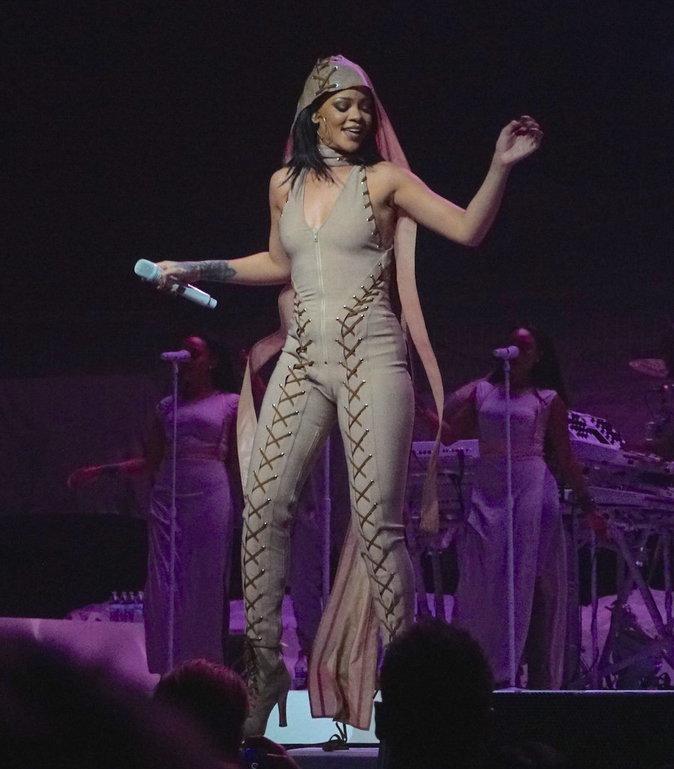 Photos : Rihanna : ses looks de tournée sous toutes les coutures !