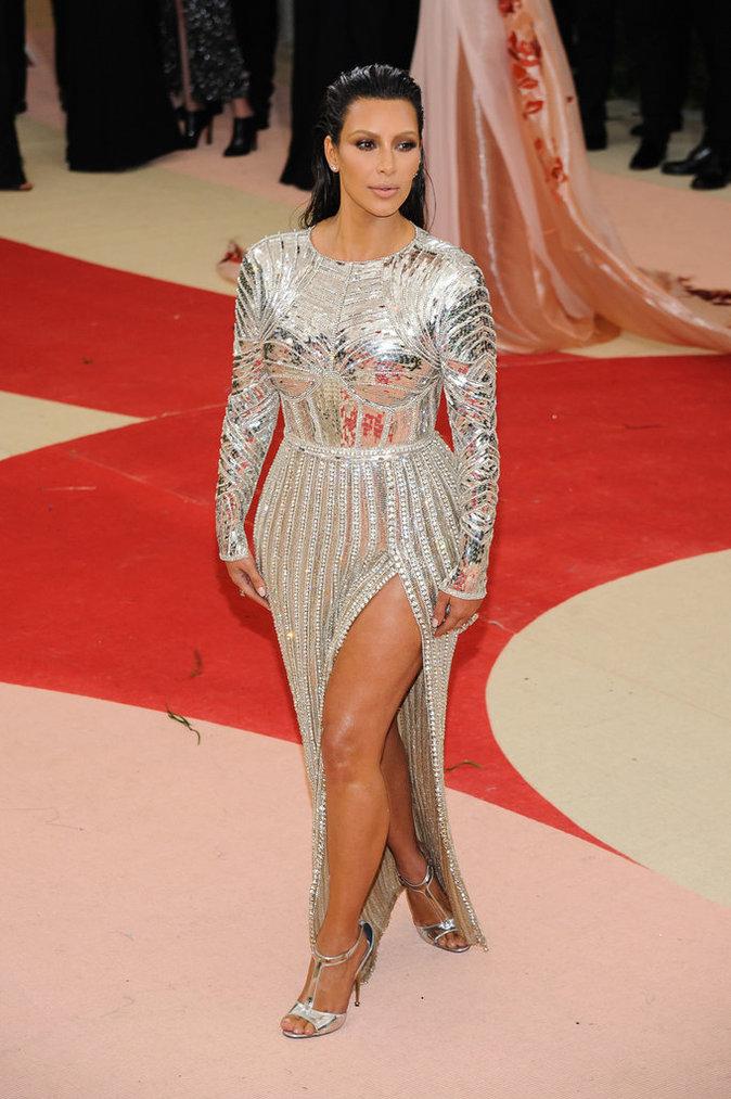 Kim Kardashian sur le red carpet du Met Gala 2016