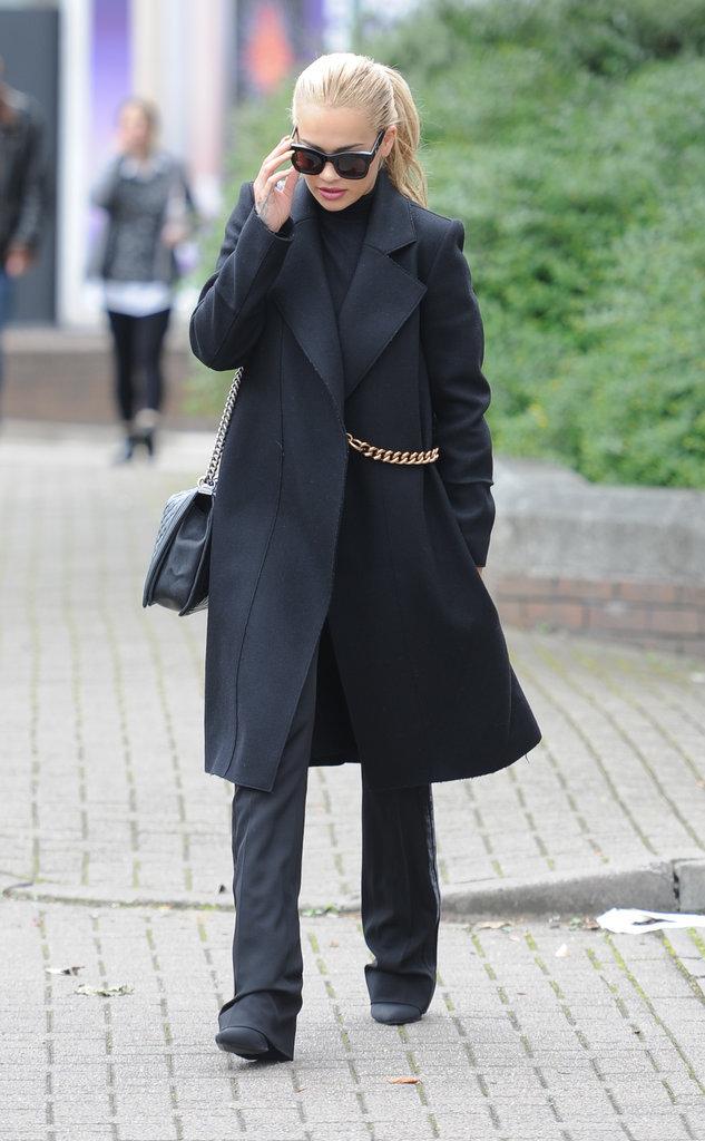 Rita Ora en total look black