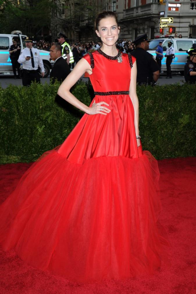 Allison Williams en robe Giambattista Valli Couture