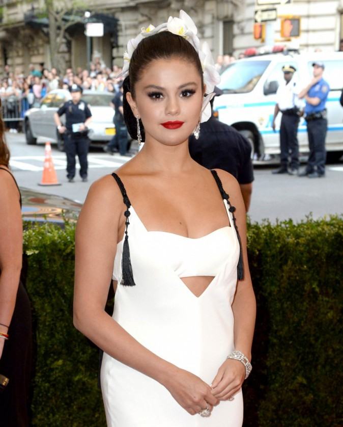 Selena Gomez en robe Vera Wang