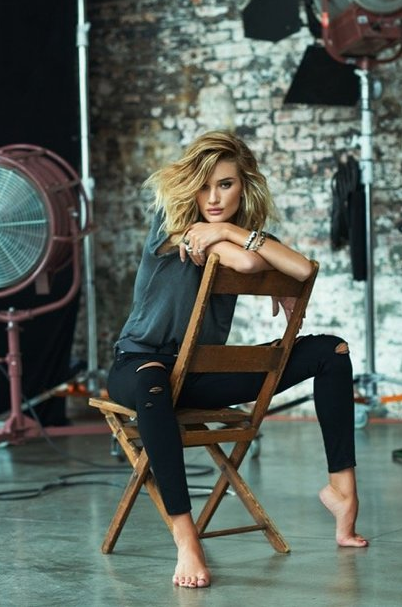 Photos : Rosie Huntington-Whiteley : au top de sa sensualité pour Paige Denim !