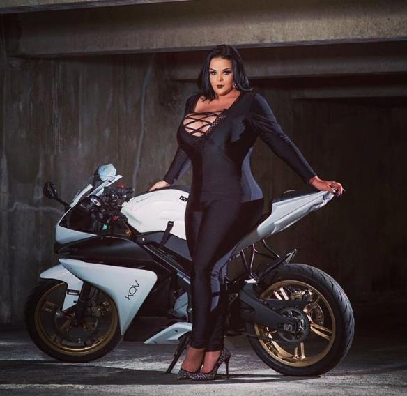 Photos : Sarah Fraisou : Retour sur ses 17 tenues les plus sexy !