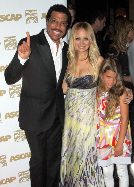 Sofia Richie, plus jeune, en compagnie de son papa Lionel et de sa grande soeur Nicole !