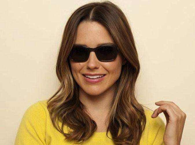 Sophia Bush pose pour les lunettes Warby Parker