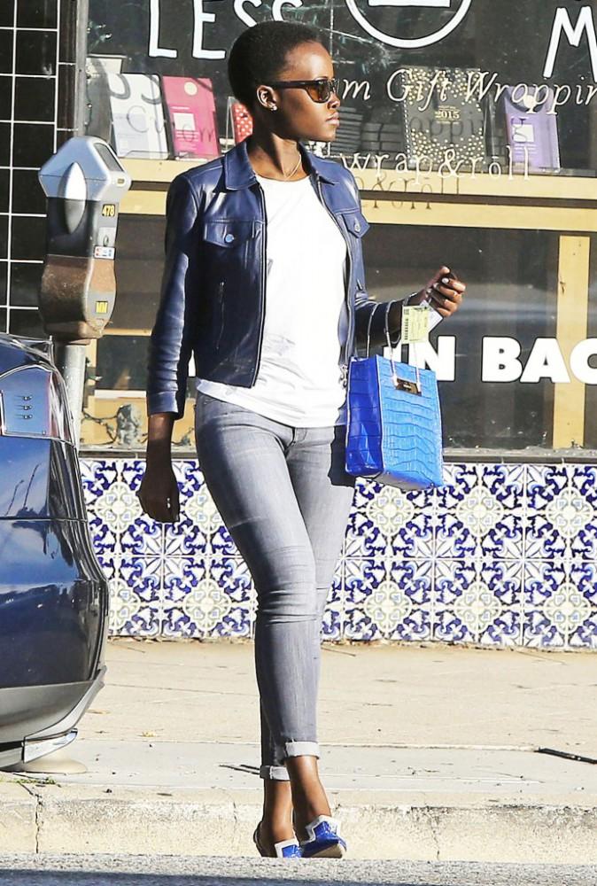 Lupita Nyong'o et le cable shopper de Balenciaga