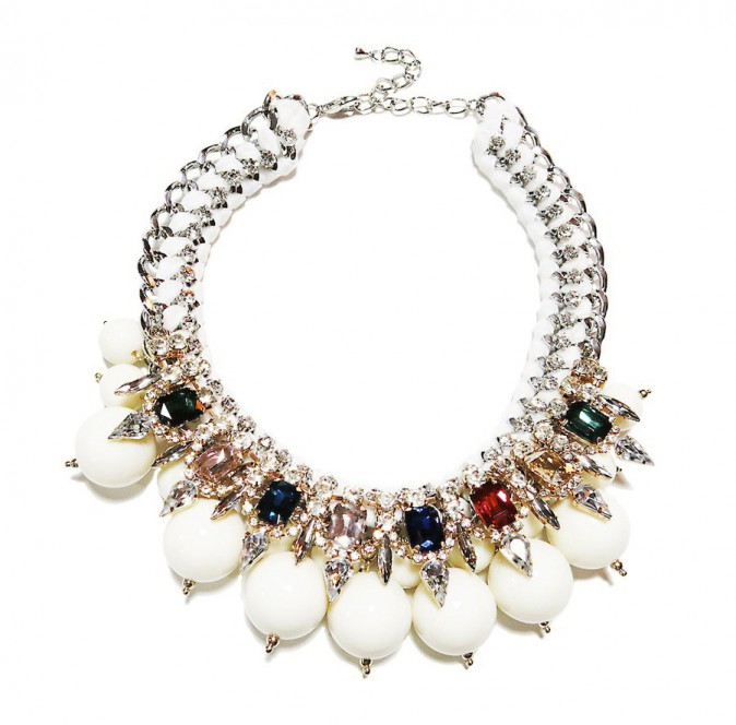 Le collier graphique : fashiondealeuse.com, 160 €