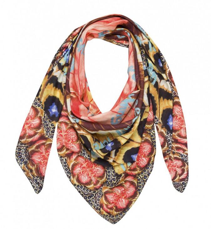 Le foulard : Desigual, 54 €