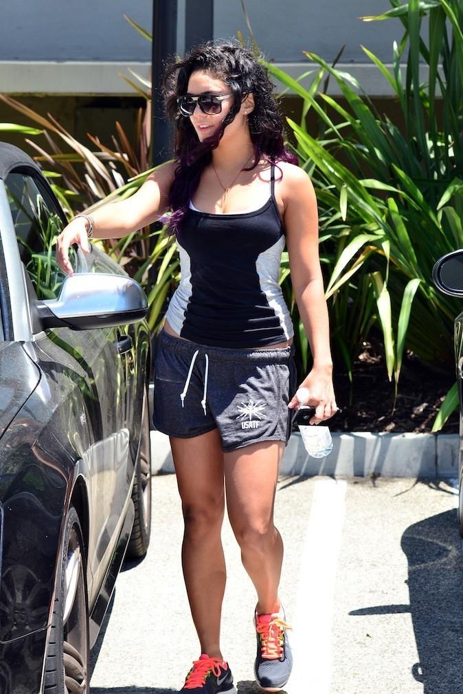 Vanessa Hudgens préfère le mini short !