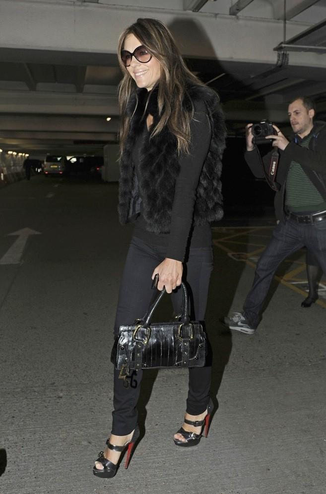 Liz Hurley : tenue et Louboutin 100% black !